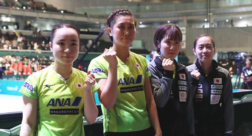 日本対韓国 韓国を下し決勝進出を決めた日本代表。左から伊藤、佐藤、平野、石川(撮影・河野匠)