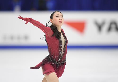 NHK杯 女子SPで演技する紀平(撮影・加藤諒)