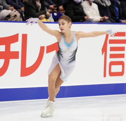 NHK杯 女子SPで演技するアリョーナ・コストルナヤ(撮影・加藤諒)