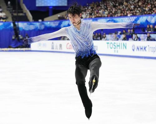 NHK杯 男子SPで気迫の演技を見せる羽生(撮影・加藤諒)