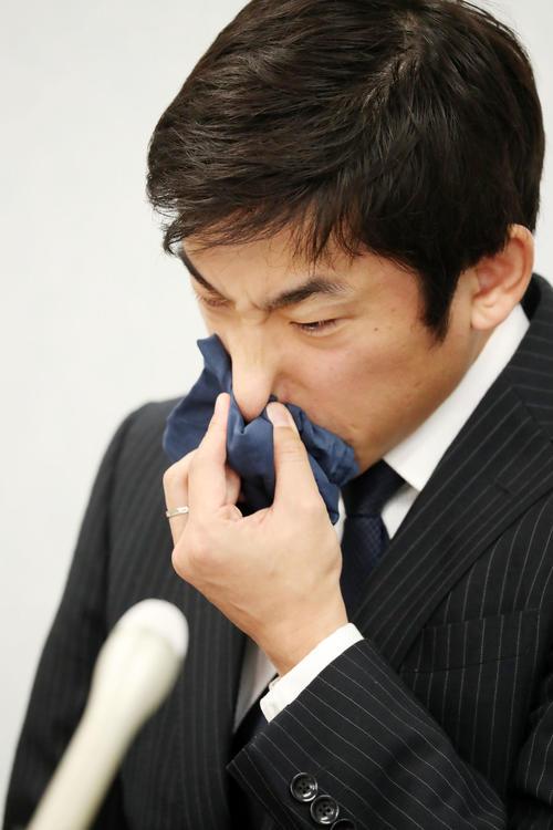 女性コーチをモラハラで提訴し、会見を行った織田氏(撮影・加藤哉)