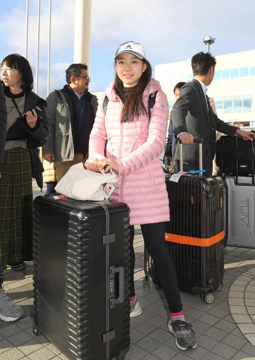 NHK杯を前に新千歳空港に到着した紀平梨花(撮影・加藤諒)