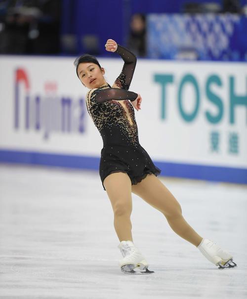 NHK杯 女子SPを前にリンクで練習する山下(撮影・加藤諒)