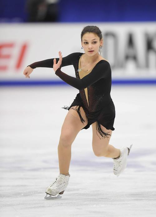 NHK杯 女子SPを前にリンクで練習するサモドゥロワ(撮影・加藤諒)