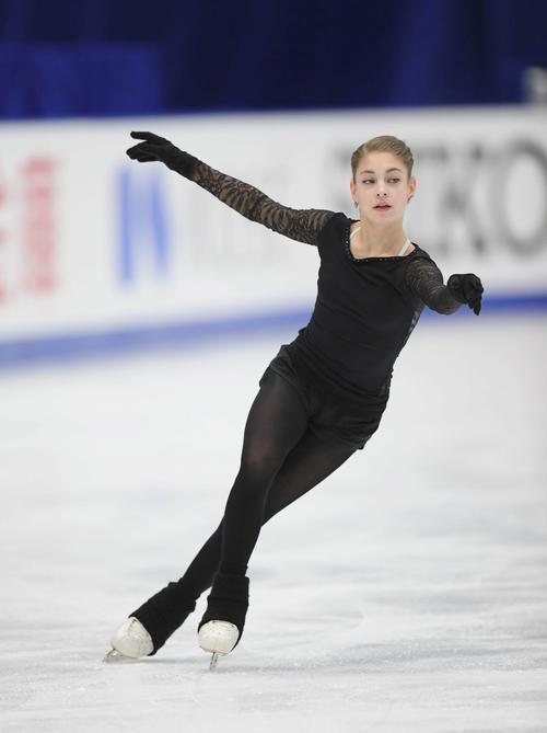 NHK杯 女子SPを前にリンクで練習するコストルナヤ(撮影・加藤諒)
