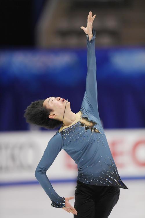 NHK杯 男子SPを前にリンクで練習する島田(撮影・加藤諒)