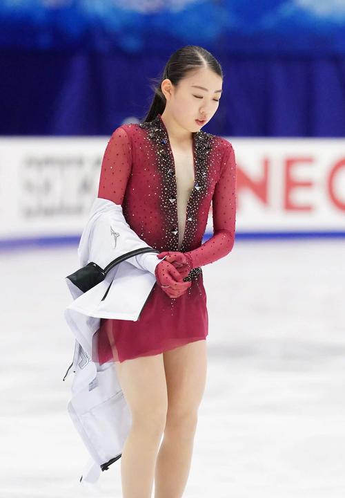 NHK杯 女子SPを前にリンクで練習する紀平(撮影・加藤諒)