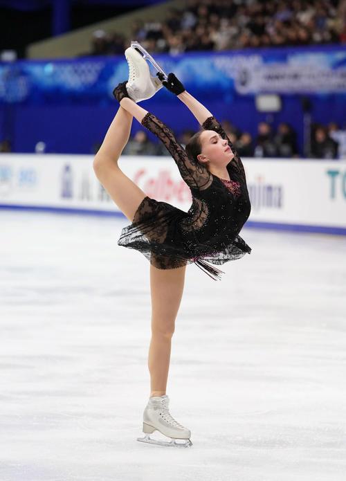 NHK杯 女子SPで演技するザギトワ(撮影・加藤諒)