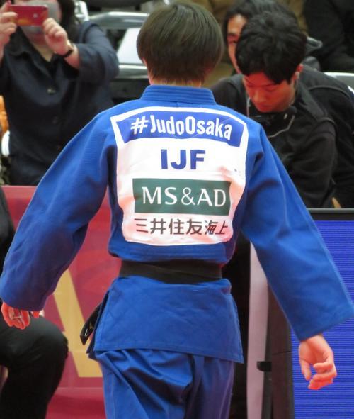 大会主催者の「IJF」が用意した柔道着を着て試合を行った角田夏実(撮影・峯岸佑樹)