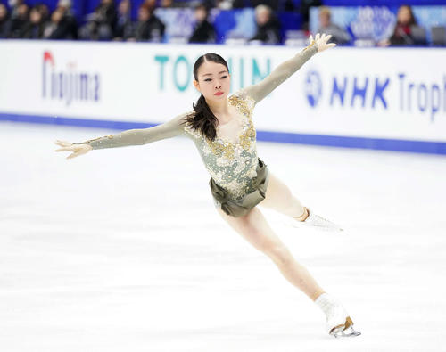 NHK杯 女子フリーの演技をする紀平(撮影・加藤諒)