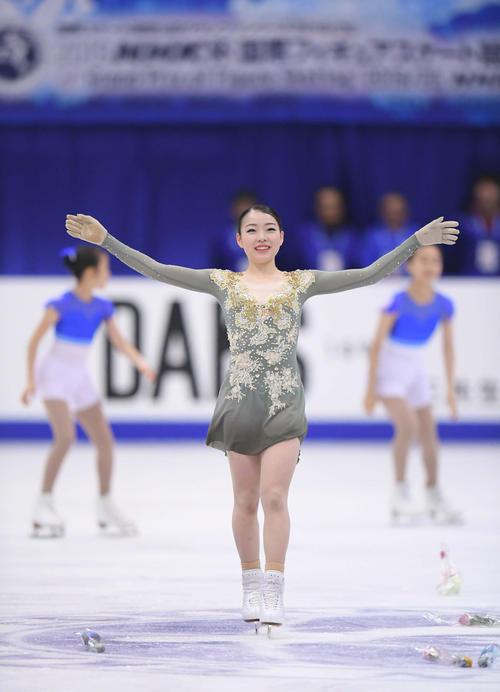 NHK杯 女子フリーの演技を終え、笑顔を見せる紀平(撮影・加藤諒)