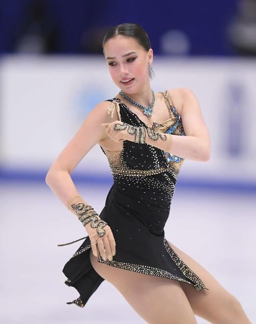 NHK杯 女子フリーで演技するアリーナ・ザギトワ(撮影・加藤諒)