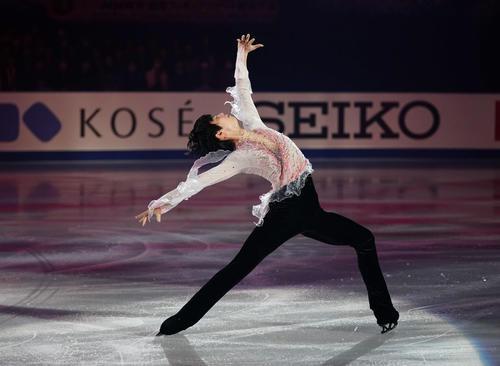NHK杯 エキシビションで演技する羽生(撮影・加藤諒)