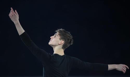 NHK杯 エキシビションの演技をするロマン・スドロフスキー(撮影・加藤諒)