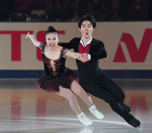NHK杯 エキシビションで演技する吉田唄菜・西山真瑚組(撮影・加藤諒)