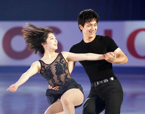 NHK杯 エキシビションで演技する三浦(左)・木原組(撮影・加藤諒)