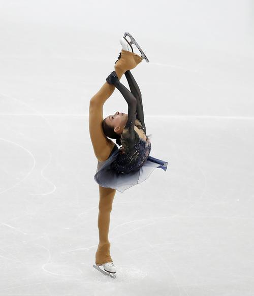 女子SP 演技するシェルバコワ(AP)