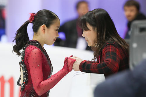 Rika Kihira talking with the coach before the women's SP