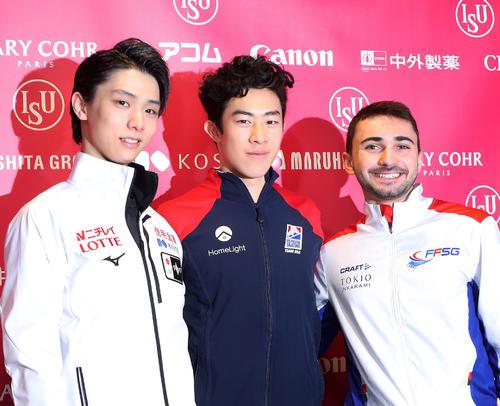 グランプリ・ファイナルで2位の羽生(左)は、優勝のネーサン・チェン(中央)、3位のエイモズと写真に納まる(撮影・PNP)