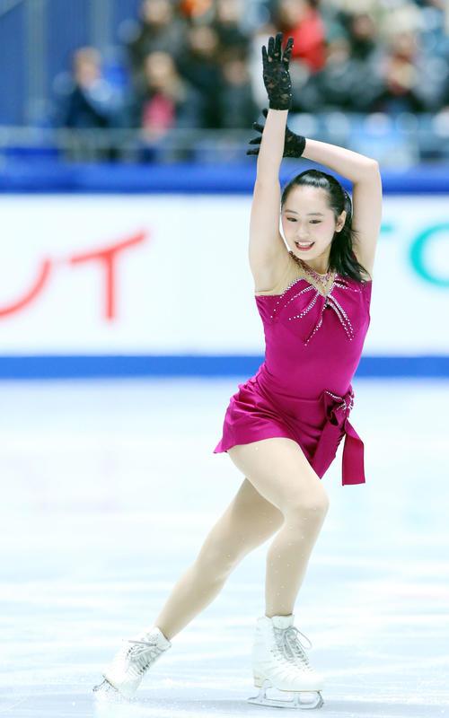 全日本フィギュアスケート選手権、女子SPで演技する三宅(撮影・垰建太)