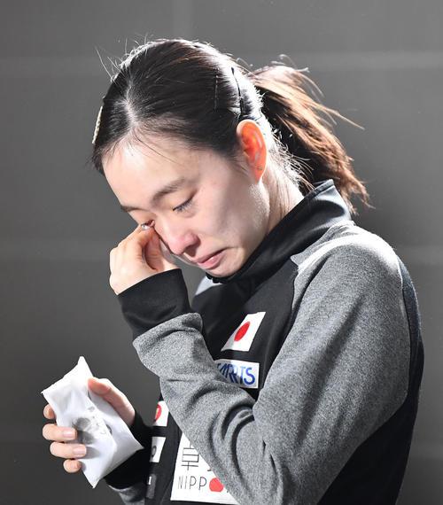 女子シングルスの東京五輪代表入りが確実となり、感極まった表情の石川佳純(共同)