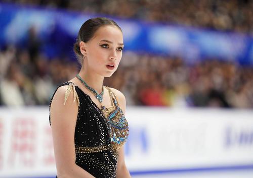 NHK杯 女子フリーの演技に臨むアリーナ・ザギトワ(2019年11月23日撮影)