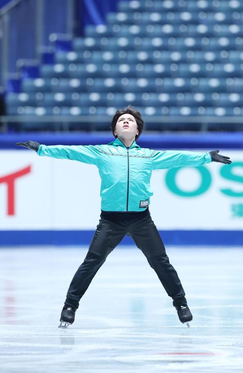 全日本フィギュアスケート選手権前日練習で演技の確認を行う宇野(撮影・垰建太)