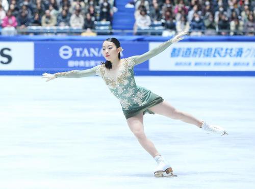 女子フリーでジャンプを決める紀平(撮影・垰建太)