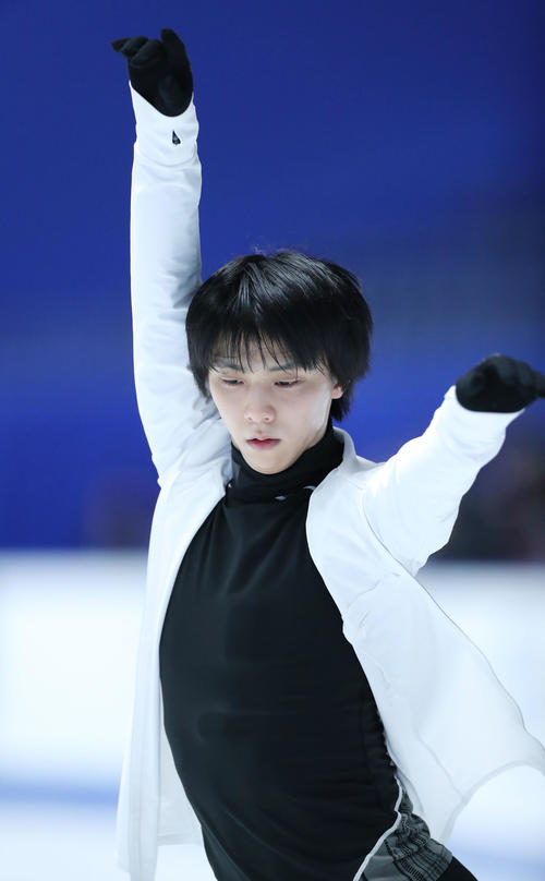 全日本フィギュアスケート選手権公式練習で演技の確認をする羽生(撮影・垰建太)