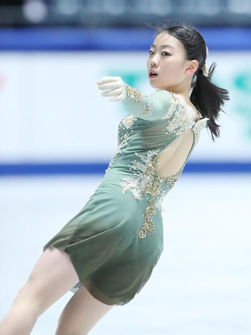 全日本フィギュアスケート選手権公式練習で演技の確認を行う紀平(撮影・垰建太)