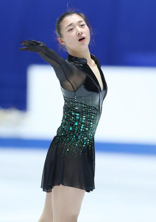 全日本フィギュアスケート選手権公式練習で演技の確認をする坂本(撮影・垰建太)