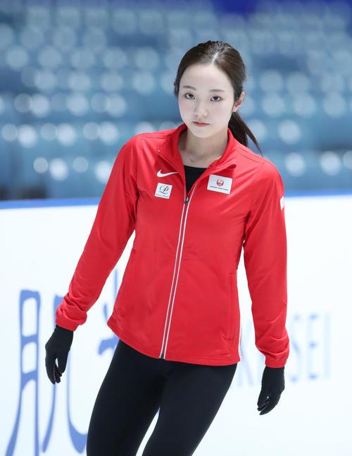 全日本フィギュアスケート選手権公式練習で集中する本田(撮影・垰建太)