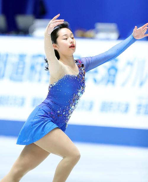 全日本フィギュアスケート選手権公式練習で演技の確認をする山下(撮影・垰建太)
