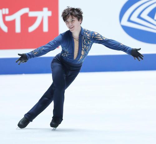 全日本フィギュアスケート選手権公式練習で演技の確認を行う宇野(撮影・垰建太)
