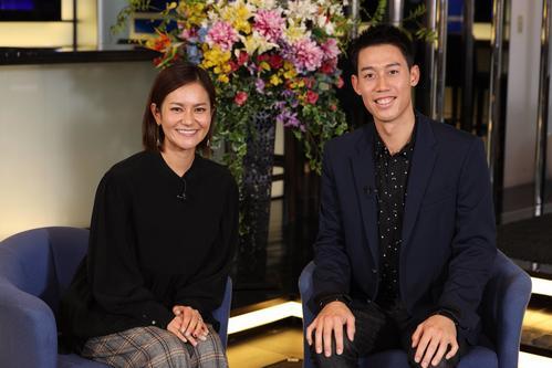 錦織圭(右)を相手に初めてのインタビューを行った宮里藍さん(C)フジテレビ