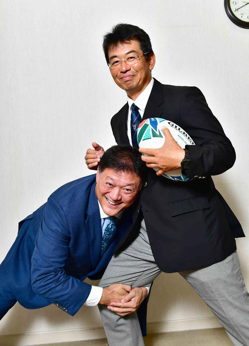 ラグビーの魅力について熱く語り合った今泉清氏(左)と桐蔭学園ラグビー部藤原秀之監督(撮影・小沢裕)