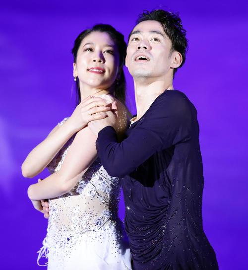 息のあったアイスダンスを披露する村元(左)と高橋(撮影・浅見桂子)