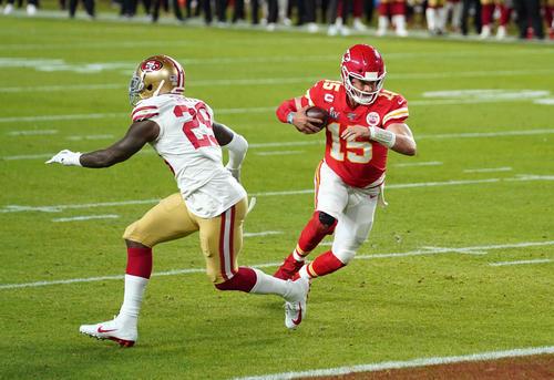 Q1 Chiefs QB Mahomes decides touchdown [Reuters]