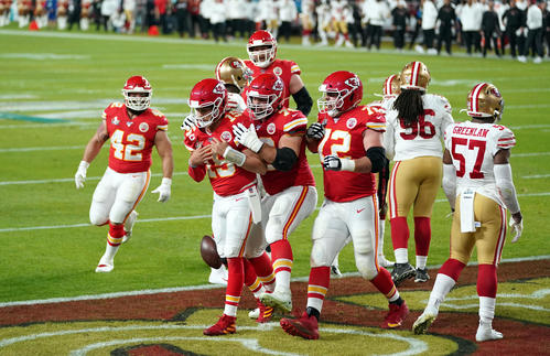 First Q Chiefs QB Mahomes blessed with touchdown [Reuters]