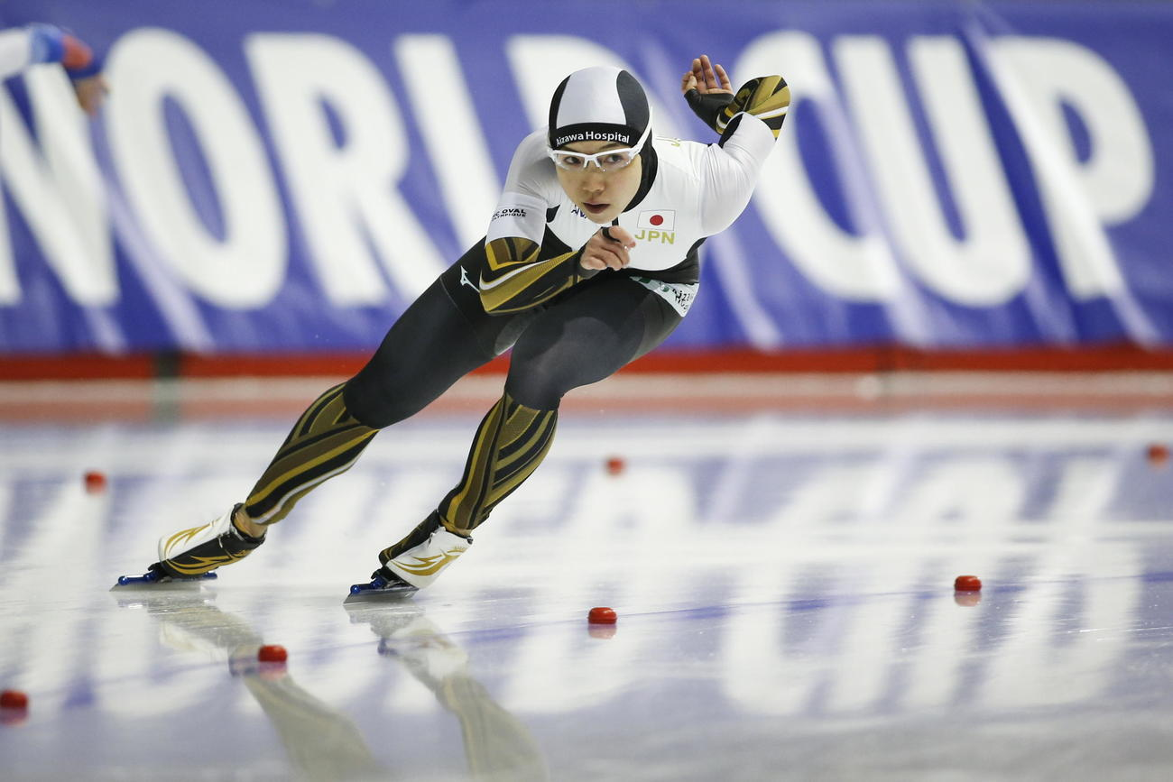 スピードスケートW杯第5戦 女子1000メートルを制した小平(AP)