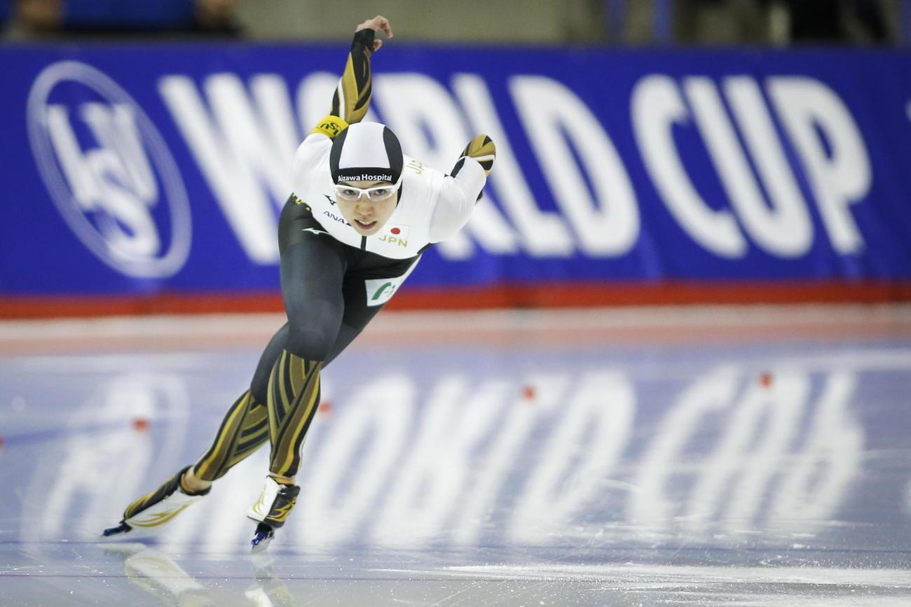 スピードスケートW杯第5戦 女子500メートルを制した小平(AP)