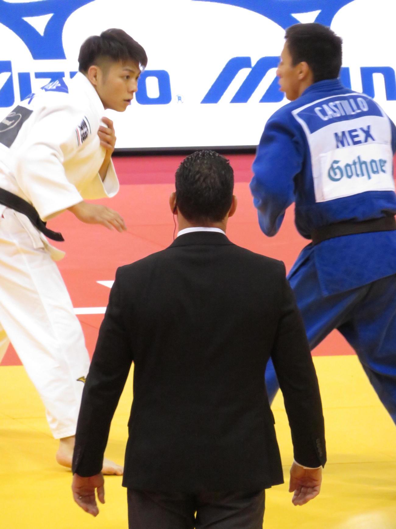 GSデュッセルドルフ大会3回戦でメキシコ選手と対戦する阿部一二三(撮影・峯岸佑樹)