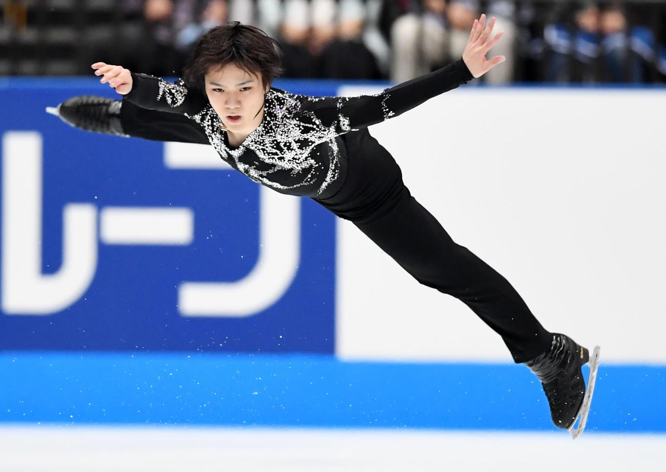 ジャンプする宇野(2019年10月5日撮影)