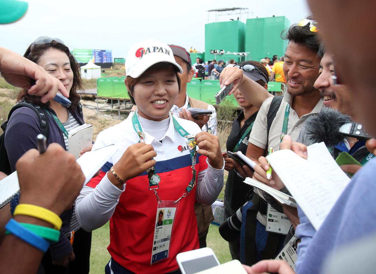 16年8月20日、リオデジャネイロ五輪 ゴルフ女子 最終ラウンド 笑顔で取材に応じる野村敏京