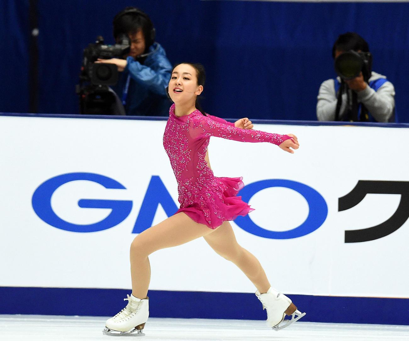 15年中国杯女子SPで軽快な演技を見せる浅田真央(2015年11月6日撮影)