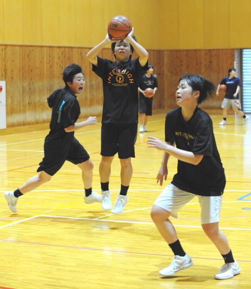 Photo of 浜松開誠館練習再開 休校中もノート提出でバスケ愛
