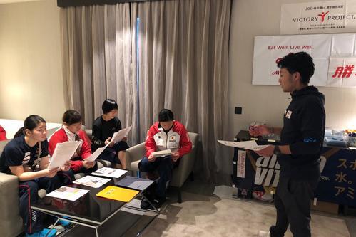 Photo of 上野祐輝氏、選手の食事補給はだし入りおにぎり/下