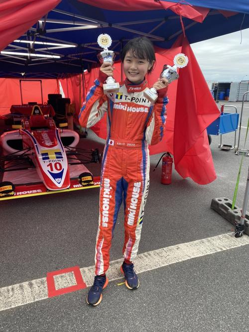 Photo of 14-year-old female driver Juju wins F4 debut