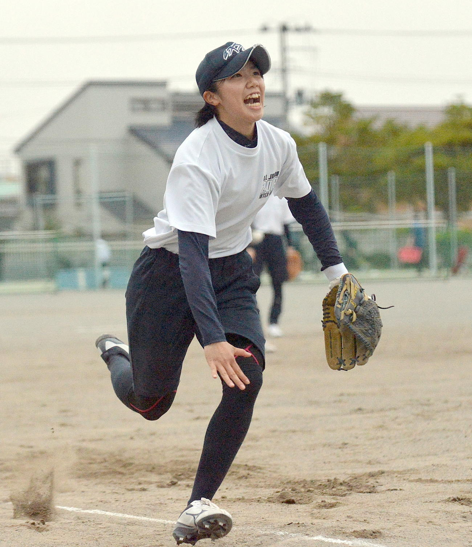 必死にボールを追う秋田北・塚本(2020年05月15日撮影)