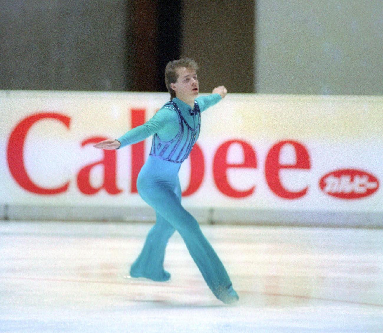 88年11月、NHK杯男子ショートプログラムで滑走するブラウニング